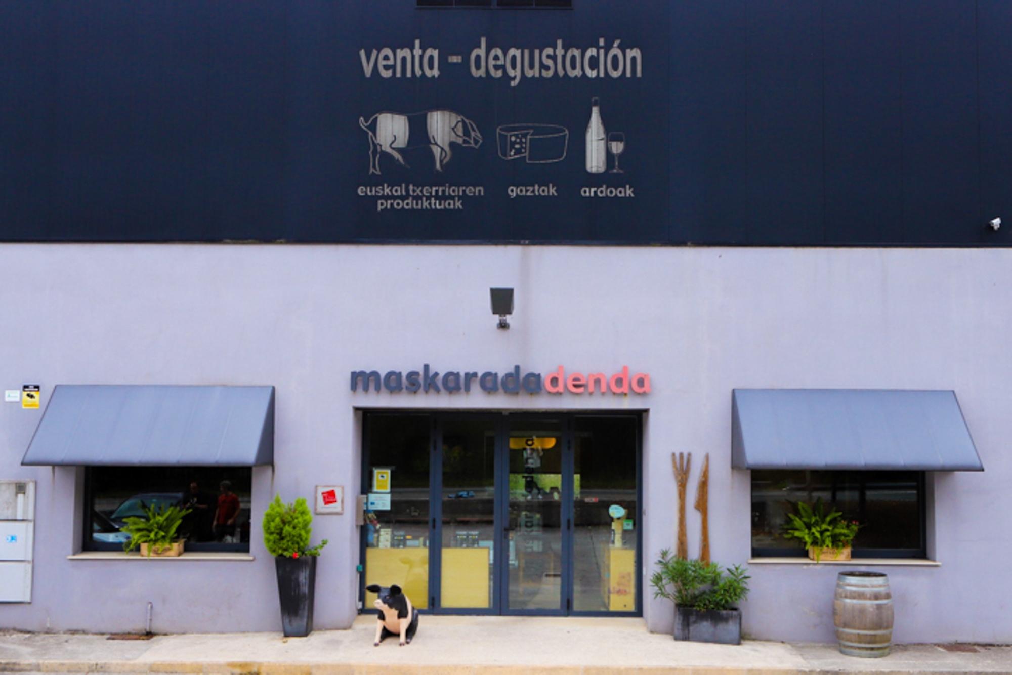 La tienda y restaurante de 'Maskarada' se encuentran a pie de granja.