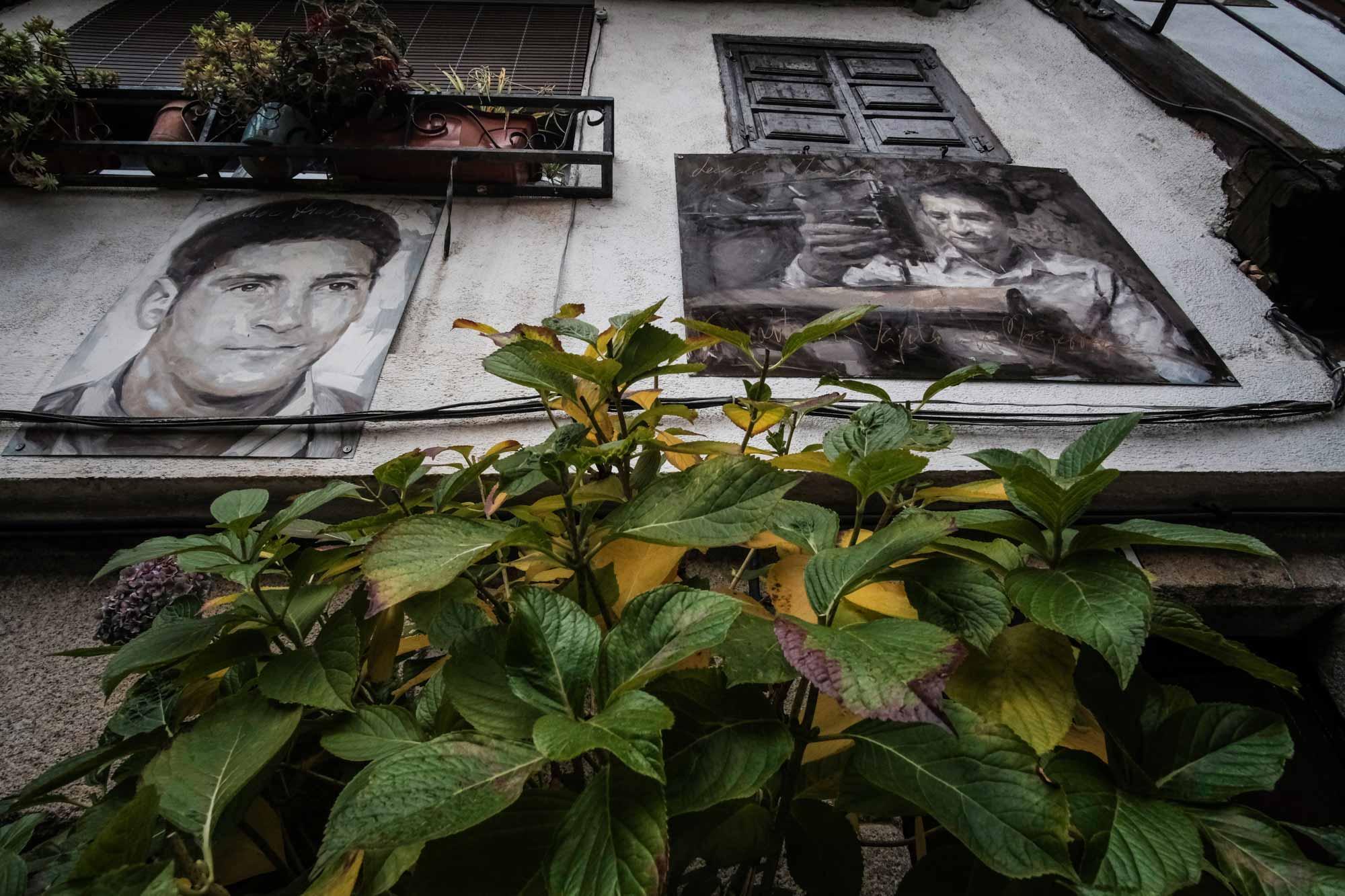 Los retratos del artista Florencio Maíllo aparecen en cualquier fachada mogarreña.