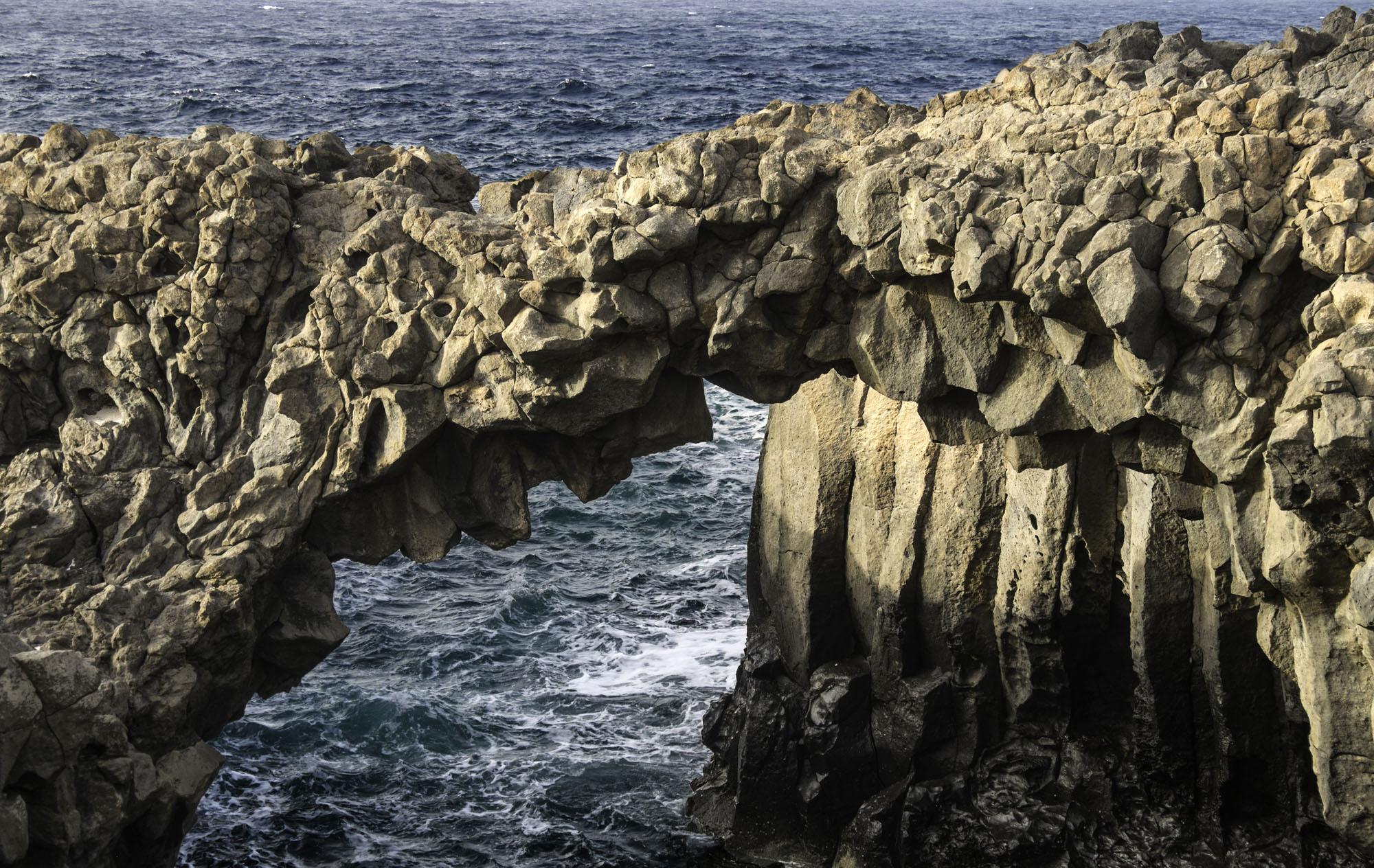 Los arcos de los Caletones al norte de la isla.