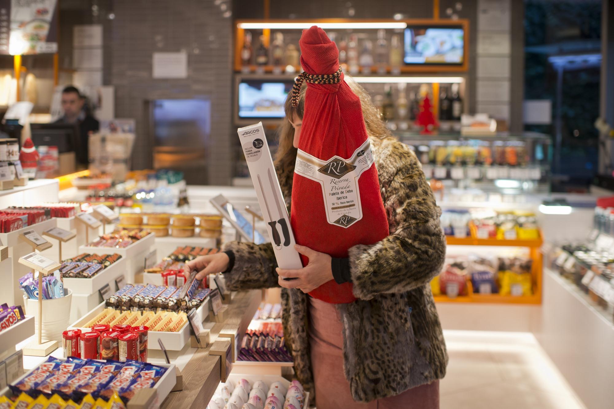 Es posible comprar incluso una paletilla con su correspondiente cuchillo jamonero.