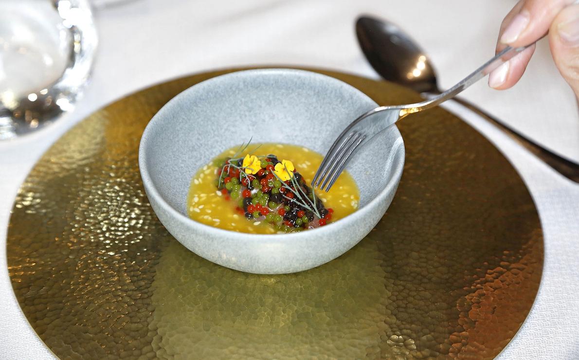 Tartar de ventresca de atún rojo con caviar picante y alga nori fermentada, del restaurante 'Soma' (Madrid).