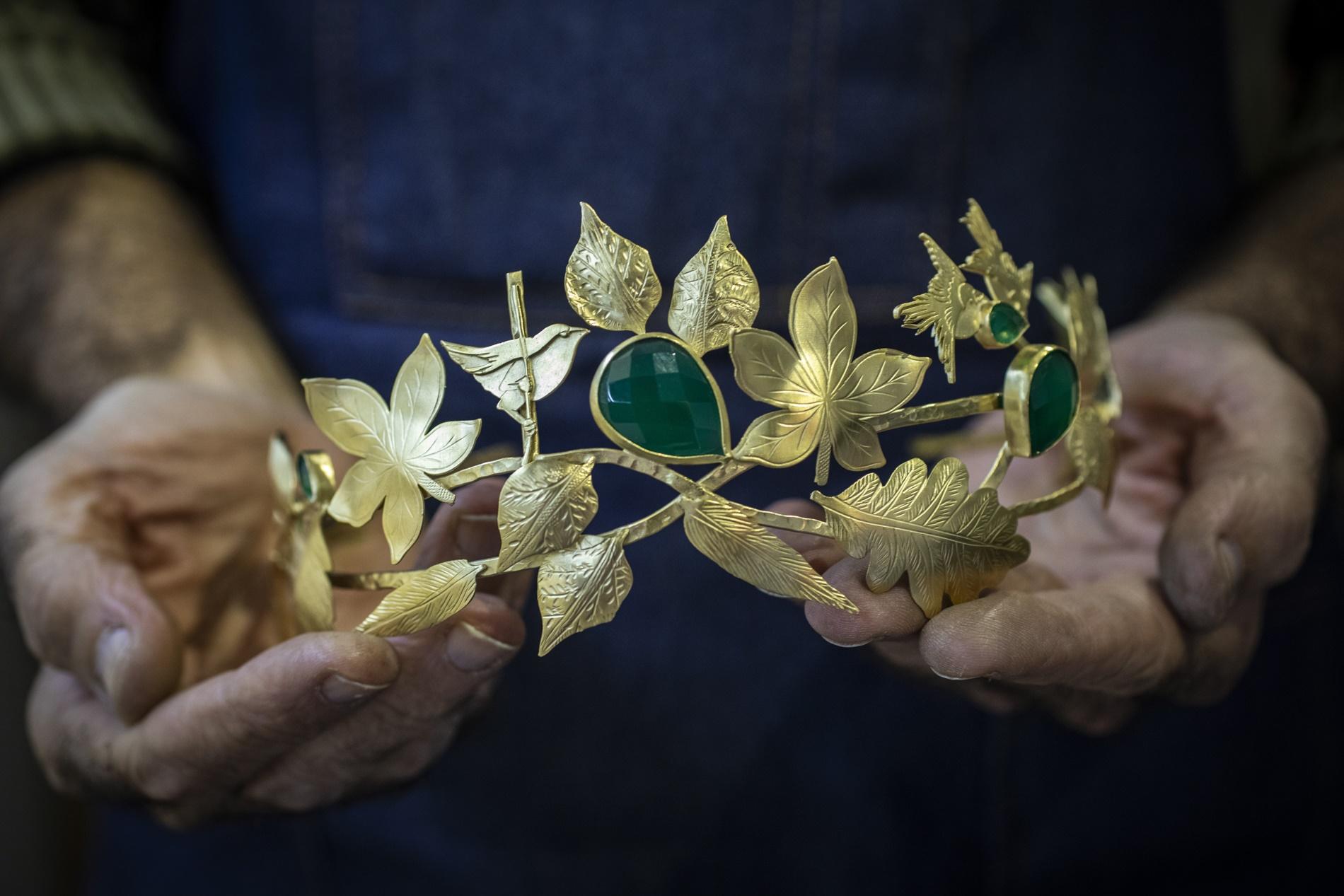 Más allá de los complementos de fallera. Tiara de diseño muy solicitada para bodas y eventos.
