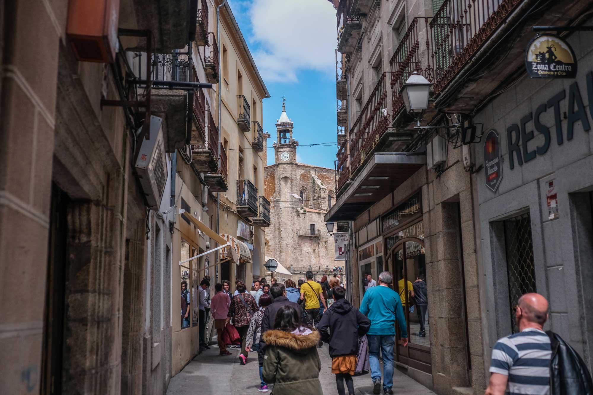 Calle principal de tiendas de Trujillo.