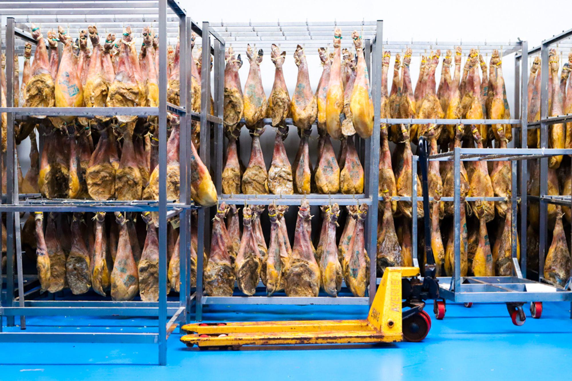 El beneficio económico más importante se obtiene con la venta de jamones.