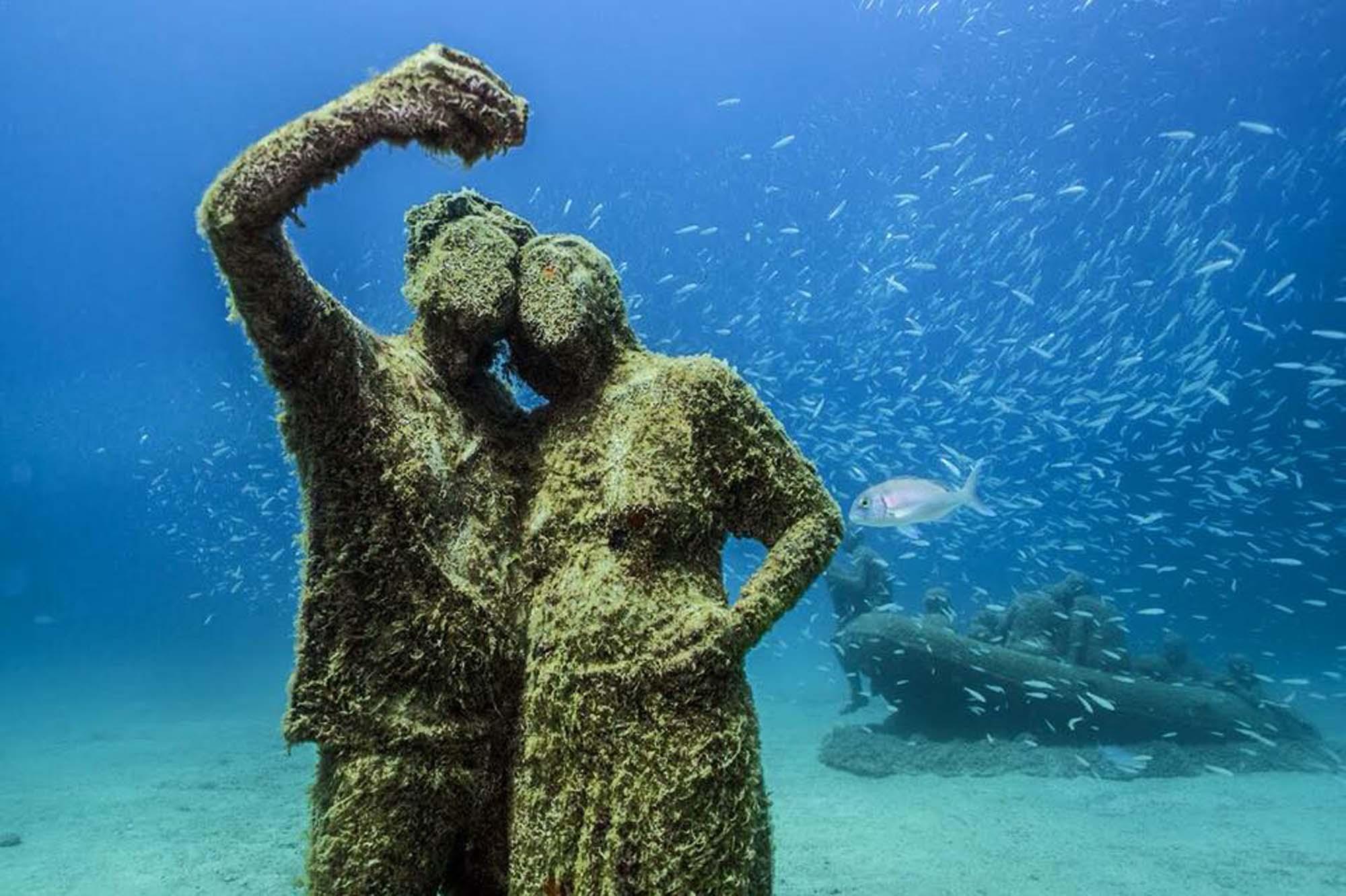 Las figuras del museo han sido ideadas por el artista británico Jason deCaires e inspiradas en los habitantes reales de la isla. Foto: Museo Atlántico de Lanzarote.