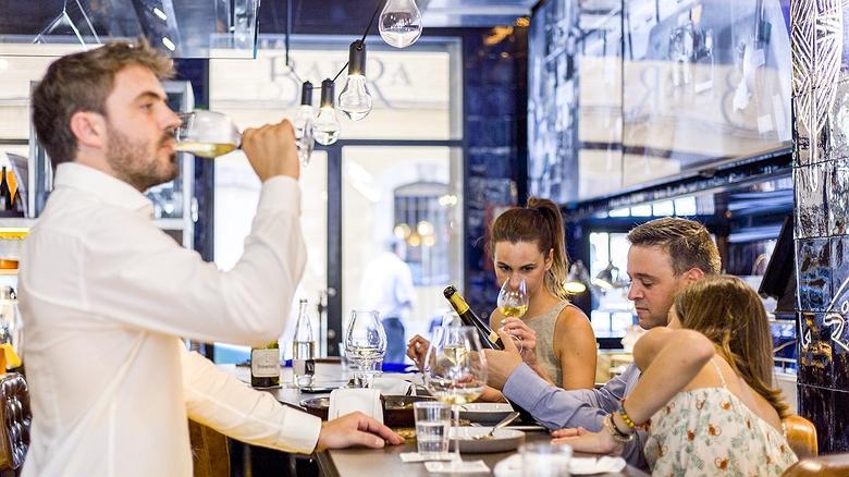 'La Barra de Carles Abellán': restaurante marino en Barcelona
