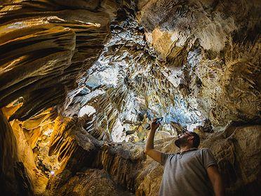 Cuevas de Fuentes de León: un paseo por Cuevas naturales