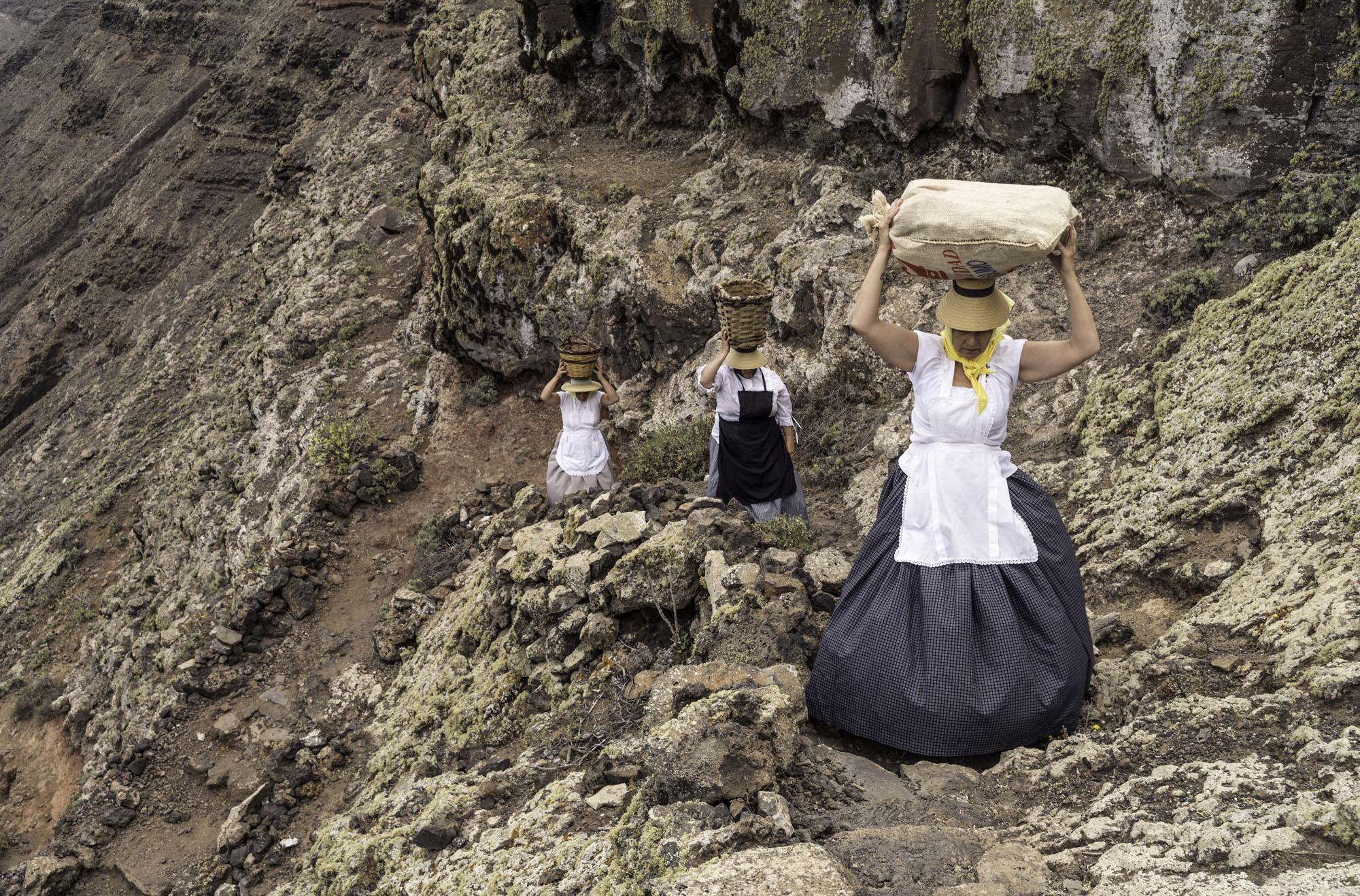 Ls mujeres podían cargar hasta 30 kilos de pescado.