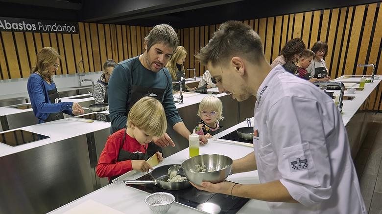 Cursos de cocina para niños en el Mercado de Abastos de Vitoria