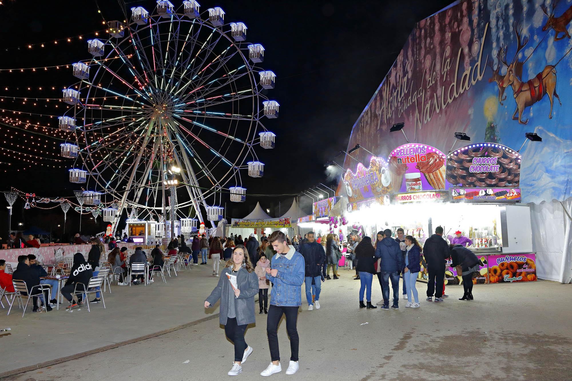 La gran carpa de las atracciones, la pista de hielo y la noria se encuentran en la misma zona del recinto.