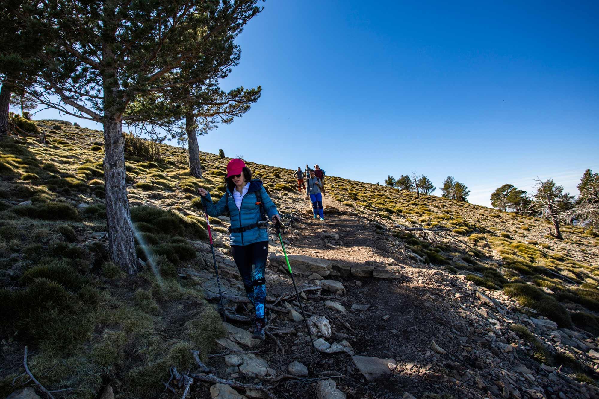 Bajada de senderistas la cima de Penyagolosa.