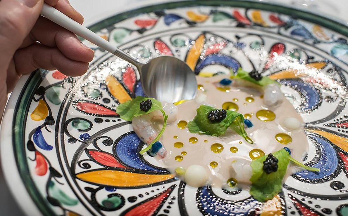 Quisquilla al natural, fondo de anchoa y caviar, del restaurante 'Noor', en Córdoba (2 Soles Repsol).