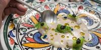 Quisquilla al natural, fondo de anchoa y caviar, del restaurante 'Noor', en Córdoba (3 Soles Guía Repsol).