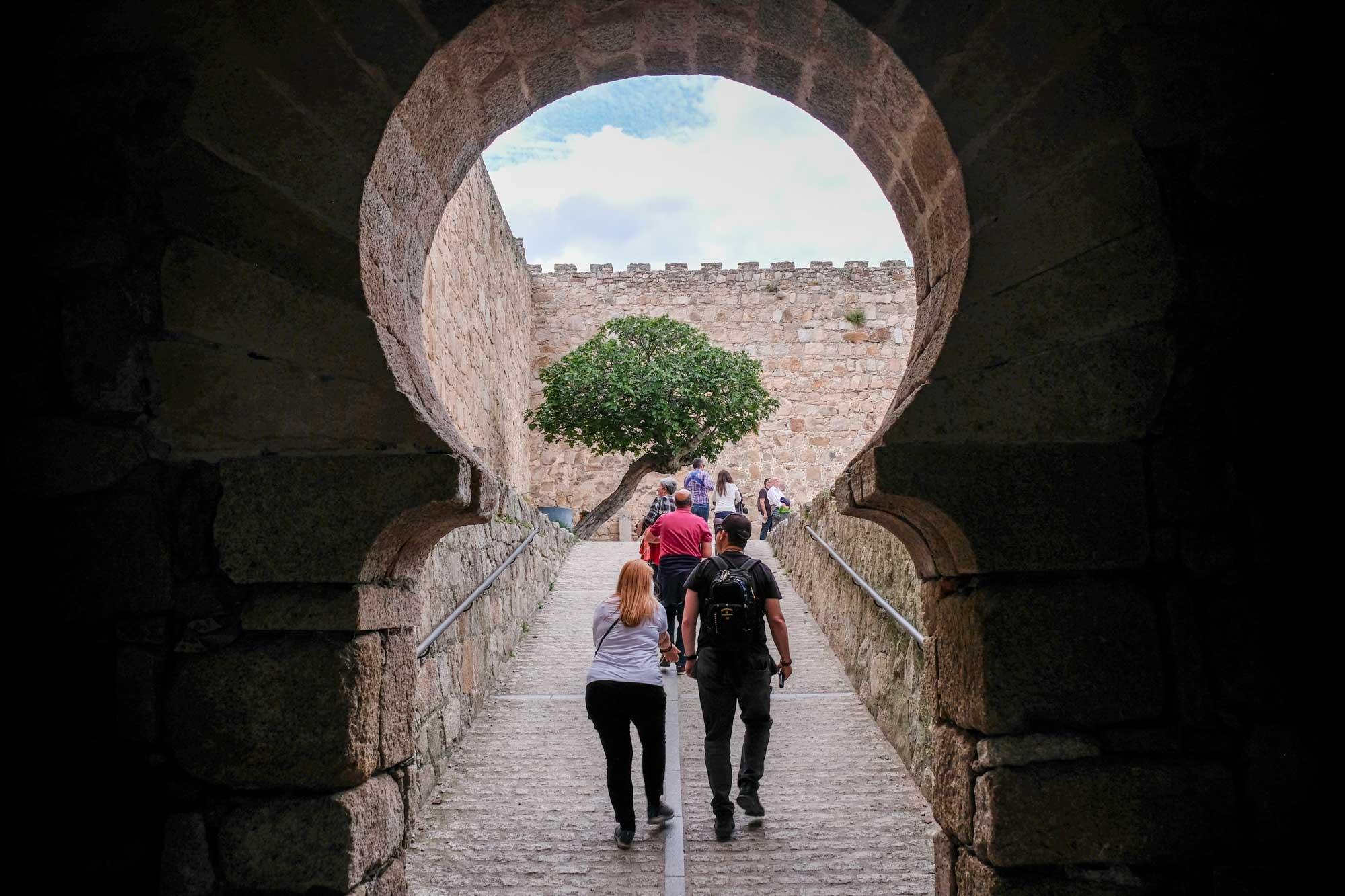 Entrada al castillo de la época califal de Trujillo.