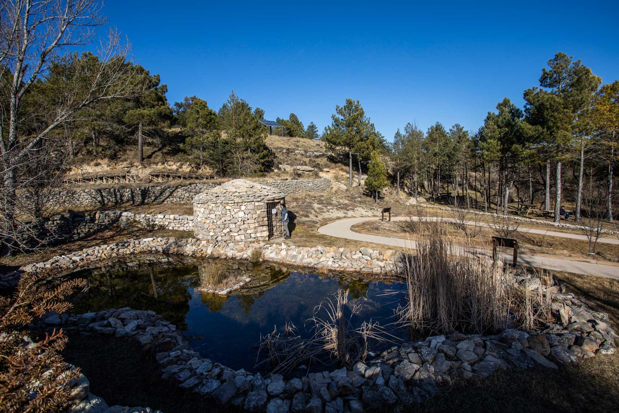 Las casetas de piedra son refugios rurales usados por pastores o como almacenes agrícolas.