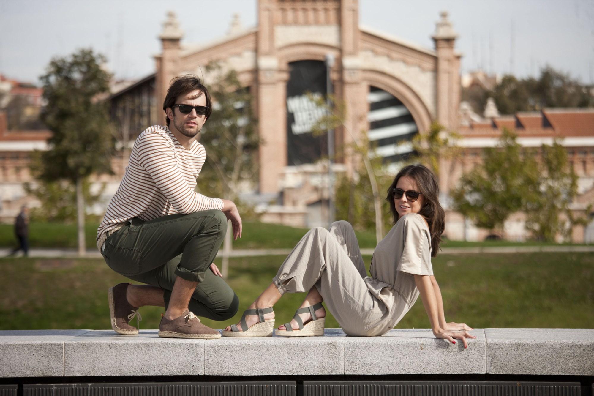 'Abarca Shoes' ha lanzado colecciones en colaboración con otras marcas como 'Loreak'. Foto: Pinterest Abarca Shoes.