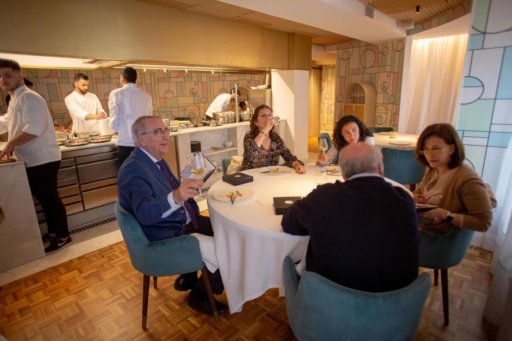 'Lú' tiene capacidad para 20 personas. Entre cocina y sala son 16.