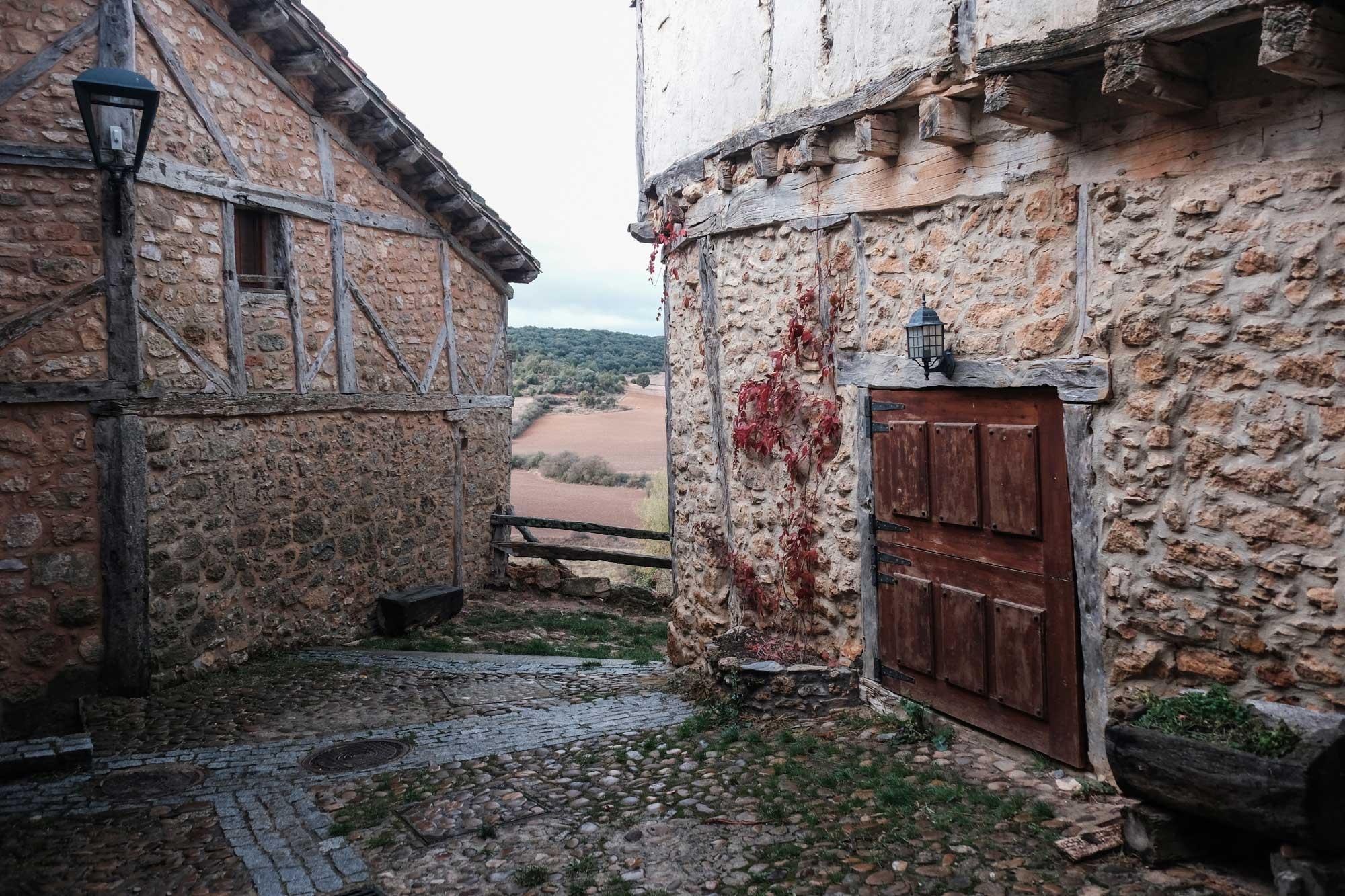Este rincón, cerca del castillo, evoca cuentos de zapateros y duendes.