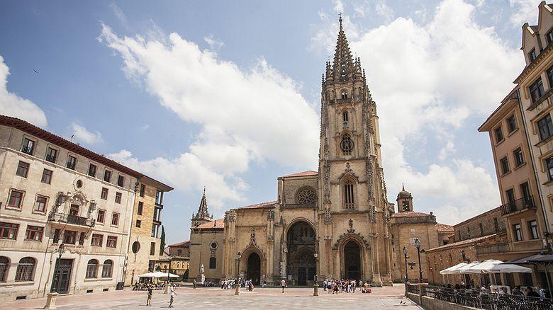 Rutas literarias: Las reliquias de la Catedral de Oviedo (Asturias) por los predicadores Joseph Townsend y George Borrow