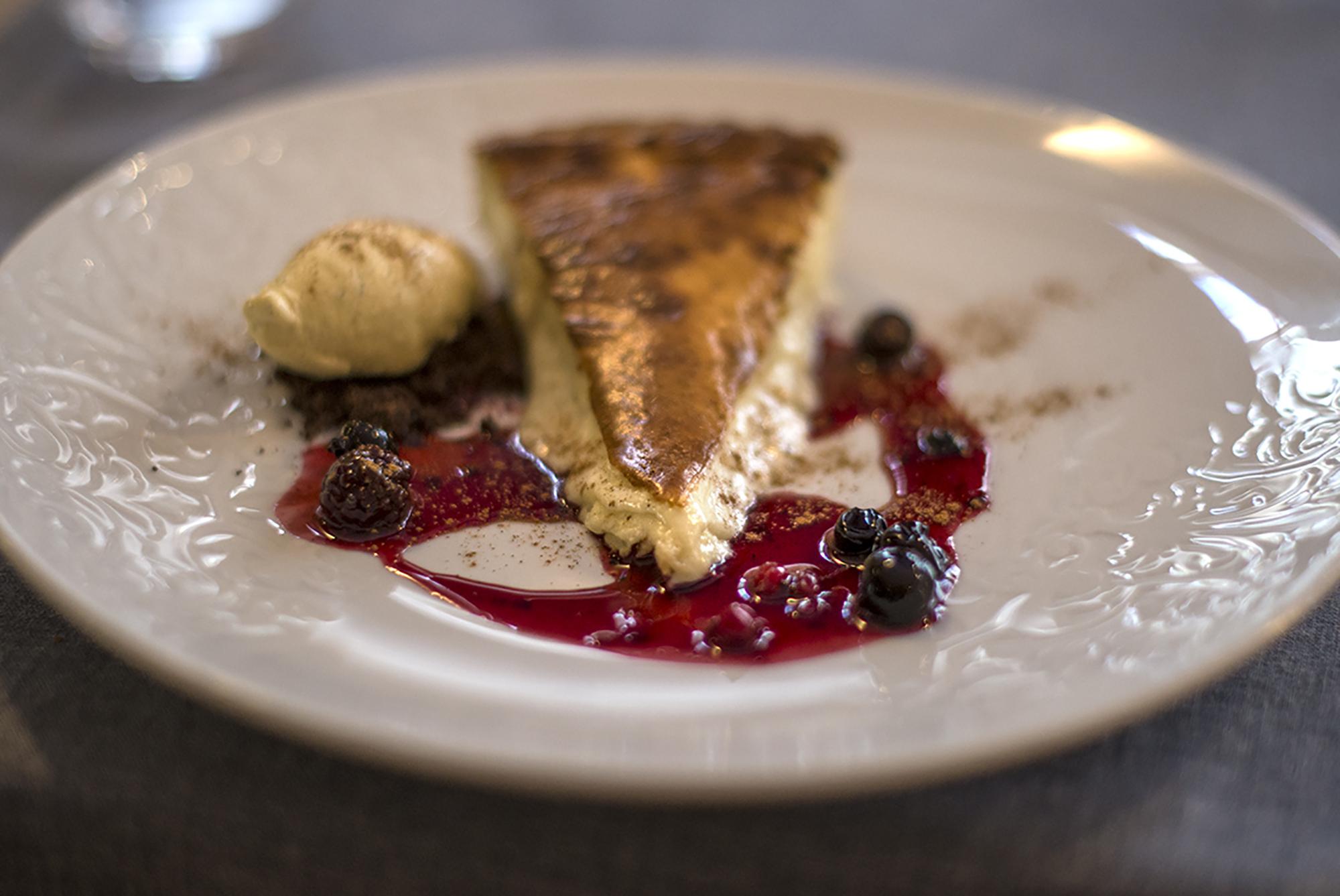 La tarta templada de 'Trasto' es todo un acierto para terminar con buen sabor de boca.