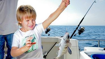 Pesca con niños en Puerto Banús (Marbella)