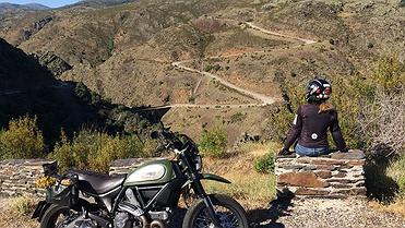 Ruta en moto por los pueblos negros de la Sierra de Ayllón