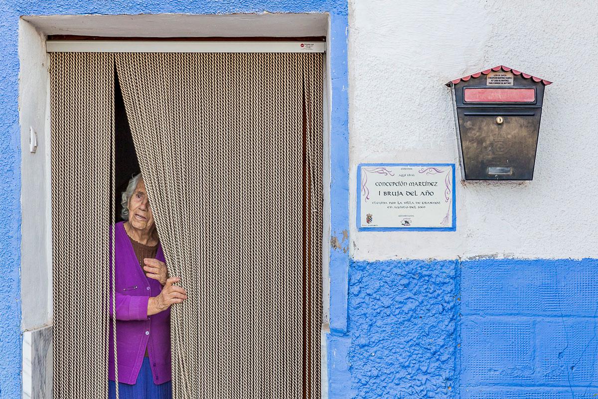 Trasmoz: Concepción Martínez, primera mujer del pueblo en ser nombrada Bruja del Año en 2000. Foto: Ferrán Mallol.