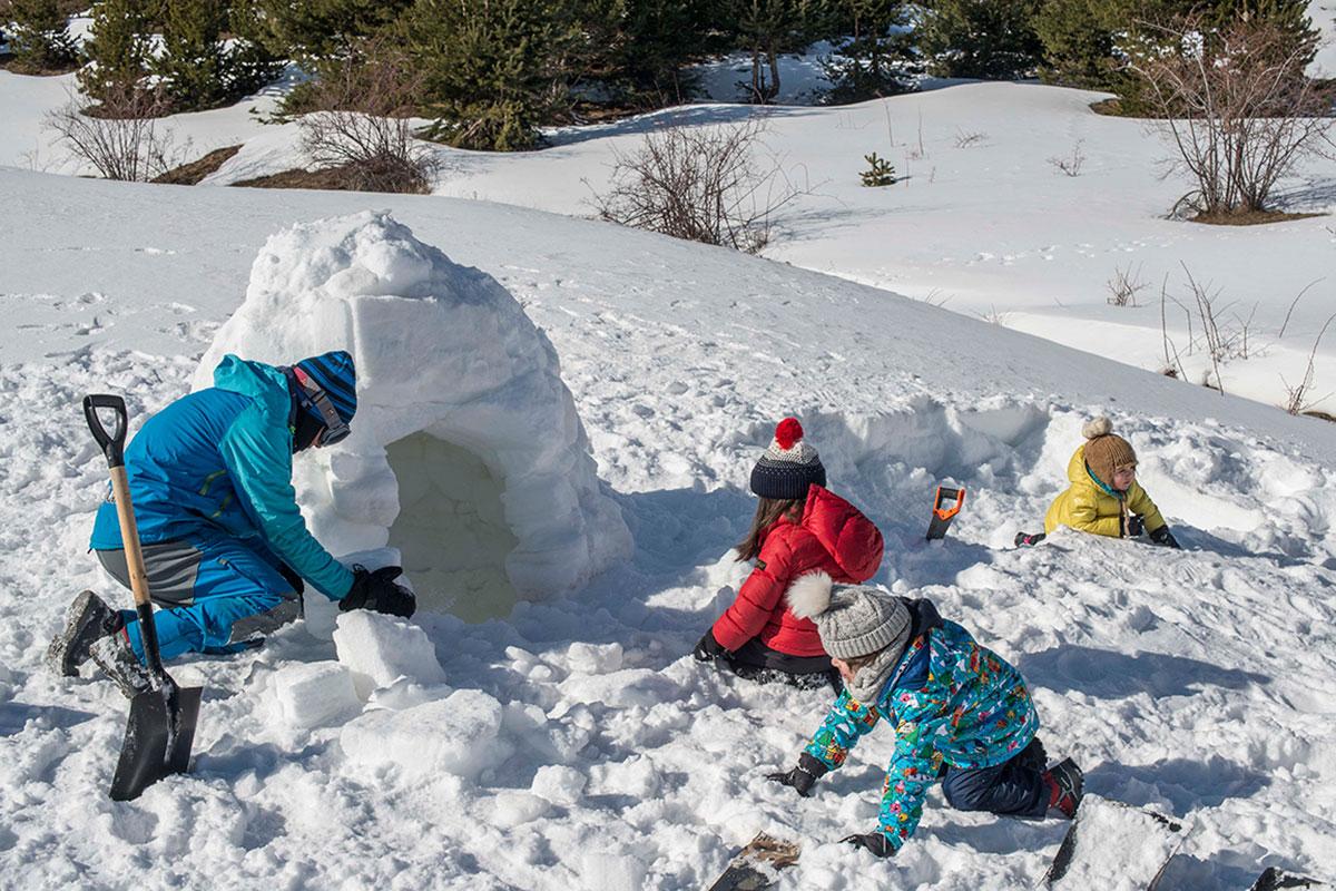 Construyendo el iglú.