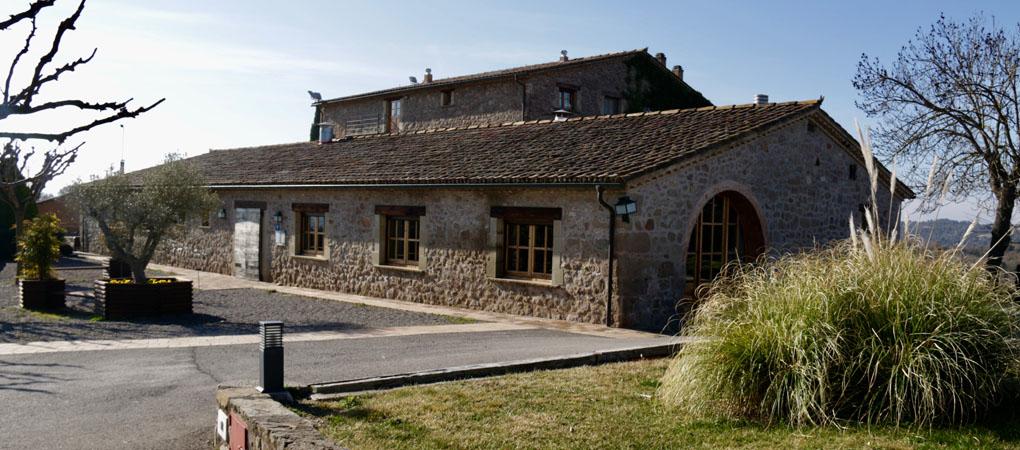 El restaurante de la tierra junto a la casa de payés dedicada a la agricultura y la ganadería.