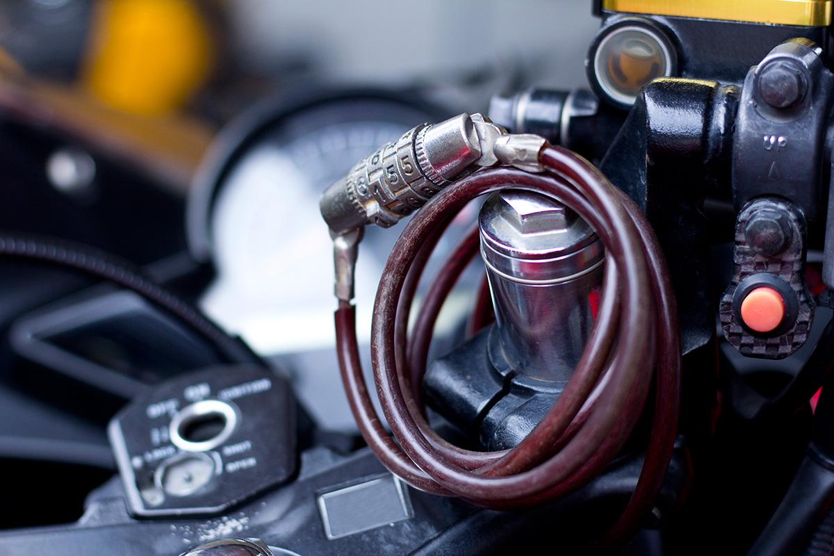 Usar medidas de seguridad para tu moto nunca está de más. Foto: Shutterstock.
