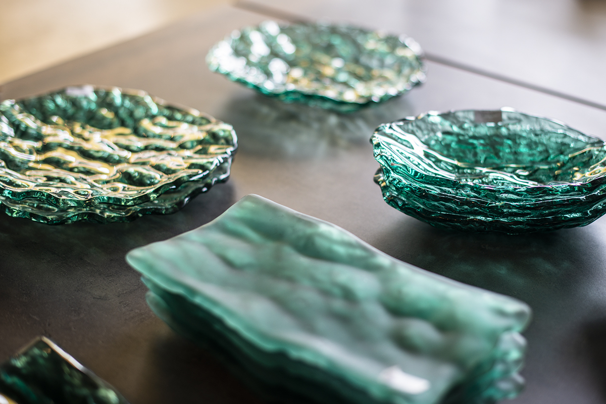 Vajillas Pordamsa. La porcelana tiene componente altísimo de vidrio y es fácil hacer solo vidrio también.