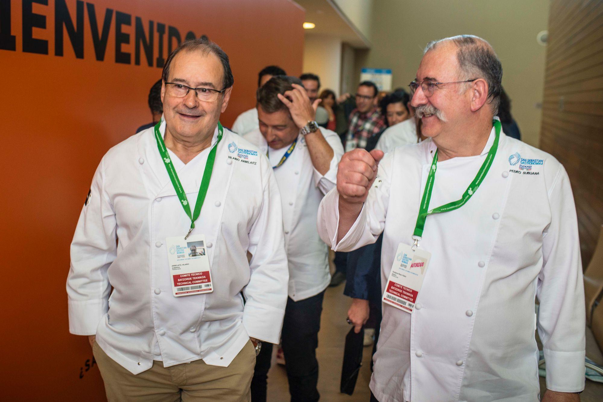 Arbelaitz, Roca y Subijana, orgullosos del triunfo de algunas de las mujeres que han pasado por sus cocinas. Foto: Alfredo Cáliz.