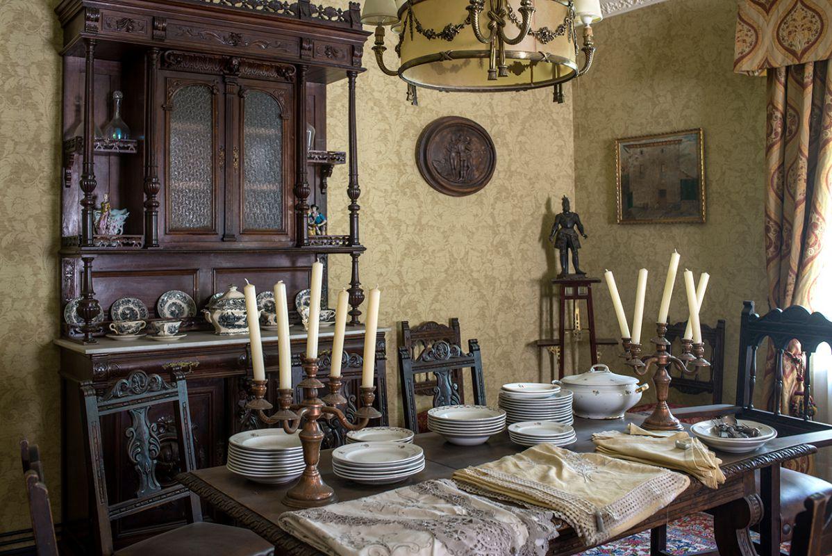 El estilo de vida de aquella época flota en el ambiente de la vivienda de los dueños.
