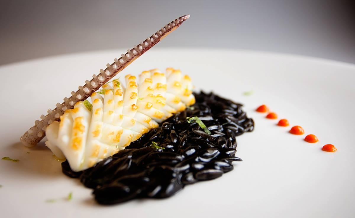 La pasta 'puntalette' negra con calamar a la plancha de 'Casa Fermín'. Foto: Facebook 'Casa Fermín'