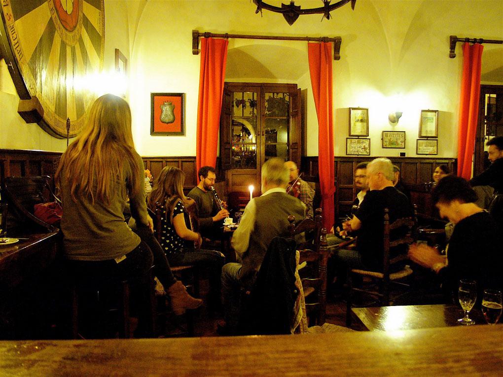 Una taberna para acabar el día. Foto: La taberna irlandesa Sir Lancelot (Facebook).