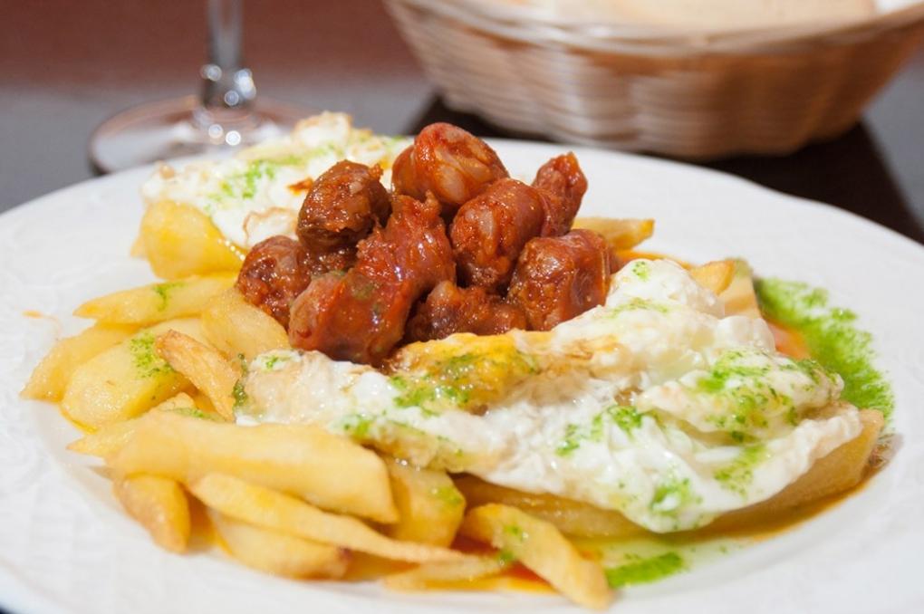 ¿Qué tal unos huevos con chistorra en Casablanca? Foto: Bar Casablanca.