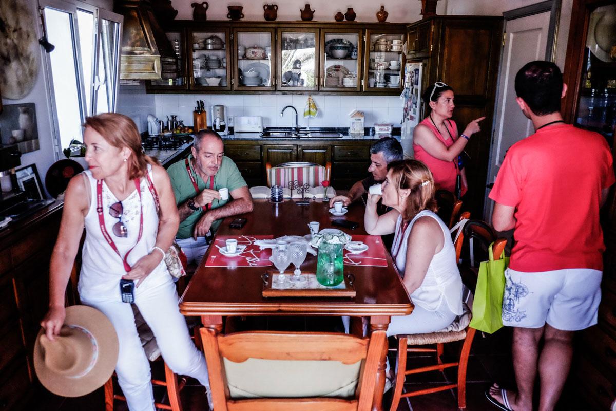 La cocina fue el punto de encuentro más importante de la casa, donde se sigue ofreciendo un café a todo el que llega.