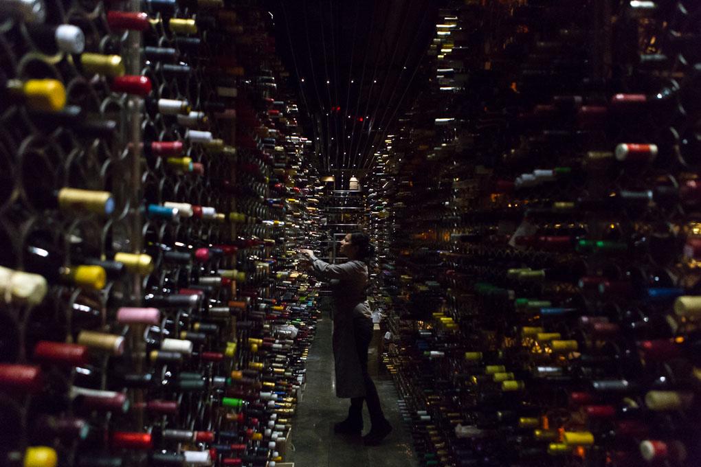 Difícil no encontrar en esta bodega de 'Monvinic' el vino que buscas.