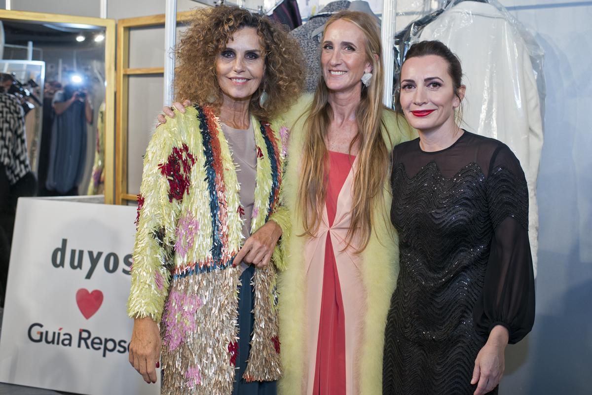 Preparadas, Begoña Rodrigo con Bárbara Pan de Soraluce y otra de las 'mujeres reales' que mostraron las creaciones.