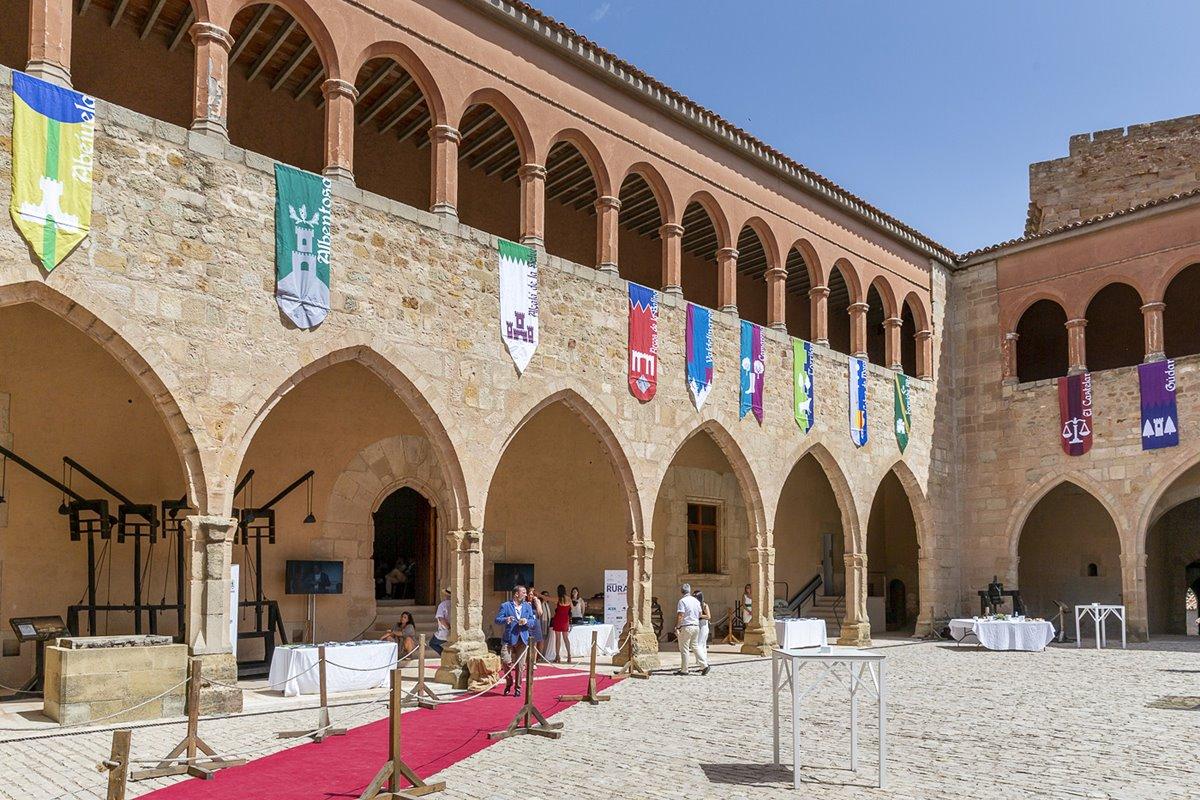 Patio del Castillo de Heredia, en Mora de Rubielos.