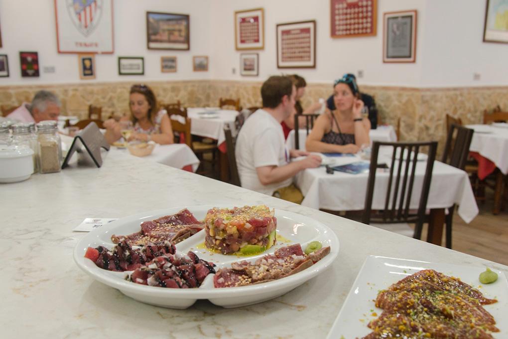 Degustación de atún en el restaurante 'El Ancla'. Foto: Stefan Schmidt.