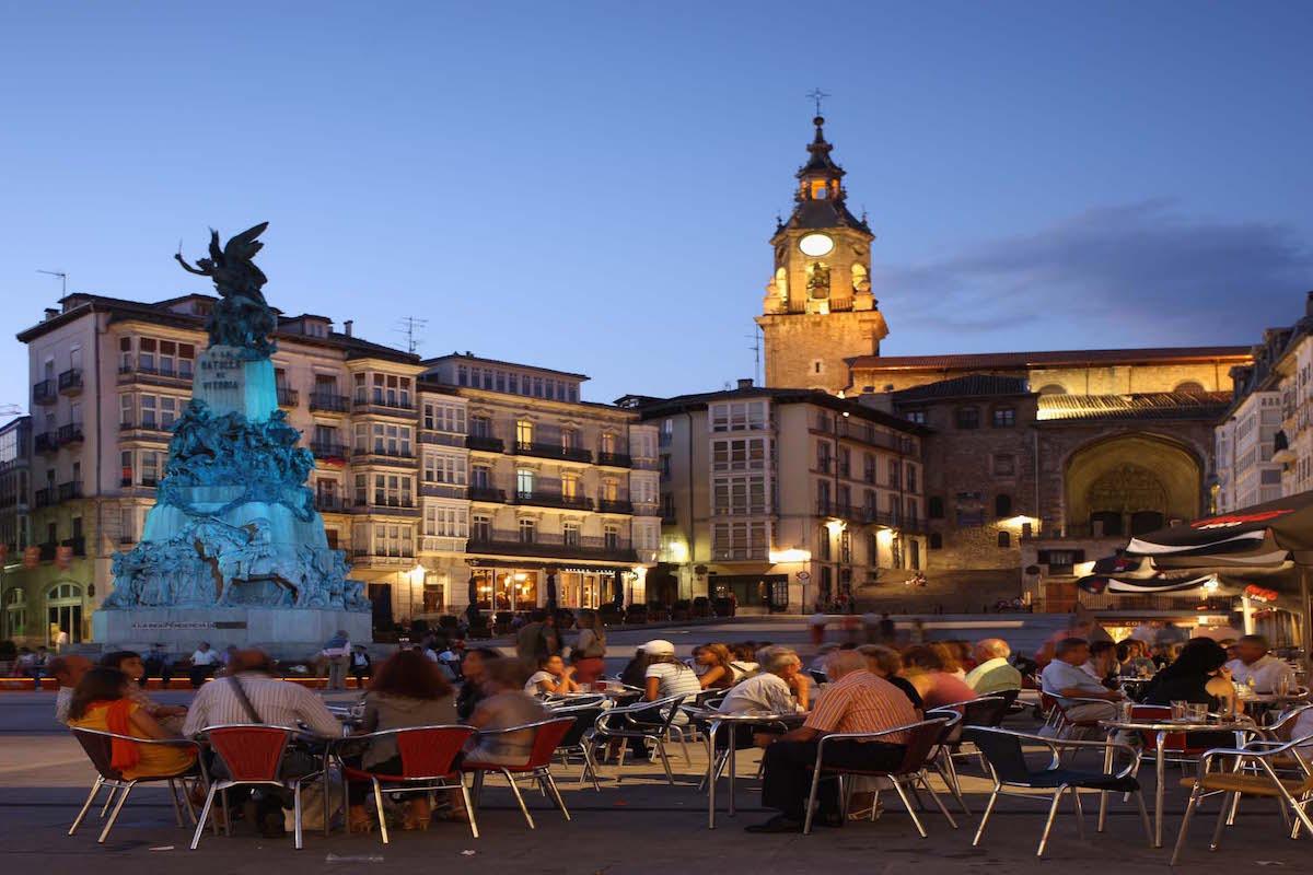 Más a gusto imposible. Plaza de la Virgen Blanca. Foto: Quintas, cedida por el Ayto. de Vitoria.