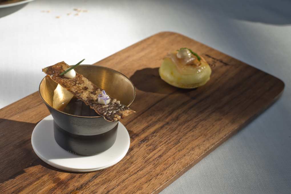Bao castellano, sopa de cocido y tosta de morcilla, del restaurante Cenador de Amós.