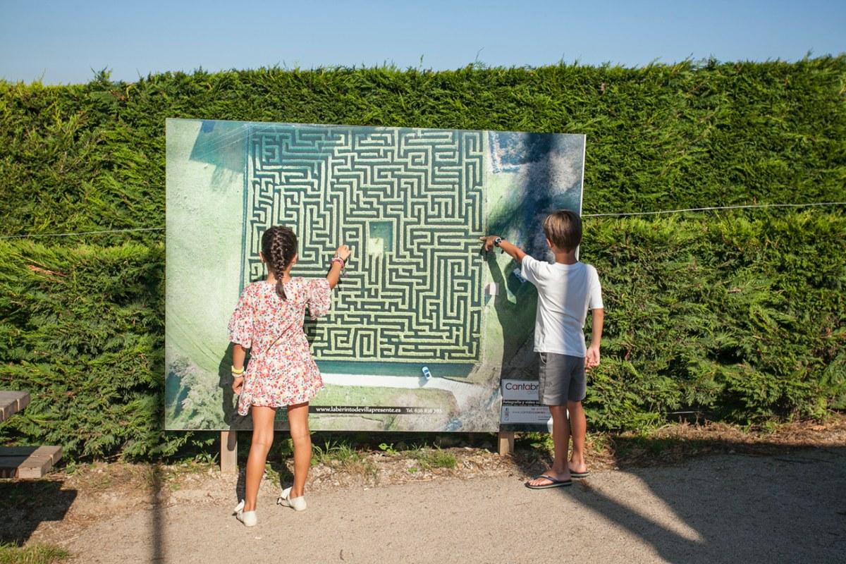 El plano de la entrada te puede dar pistas sobre cómo encontrar la salida más rápido.