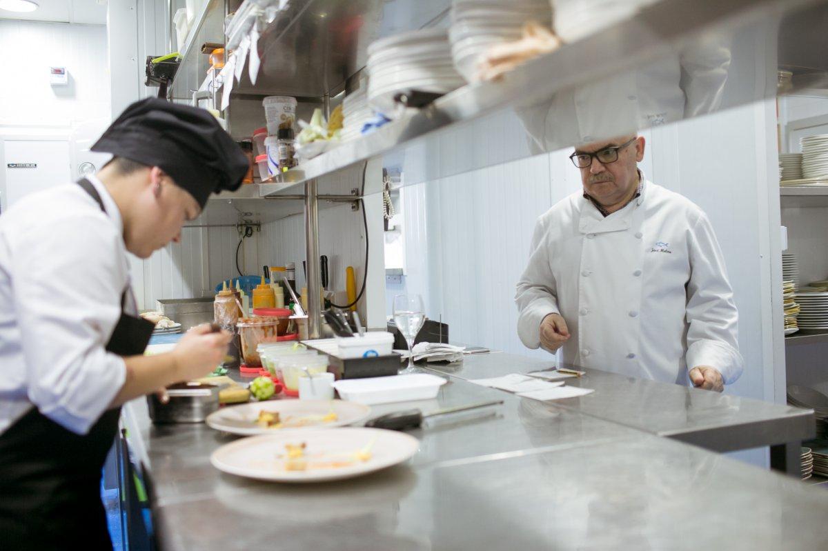 Con 40 años en el Campero, José Melero supervisa todo lo que pasa en cocina.