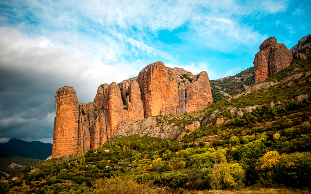 Panorámicas de la Hoya de Huesca, los Mallos del Agüero, Peña Rueba o los Mallos de Riglos. Foto: shutterstock.com