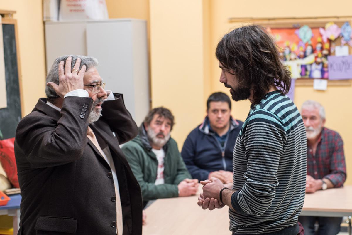 Íñigo recibe indicaciones durante uno de los ensayos. Foto: Eneko García Ureta.