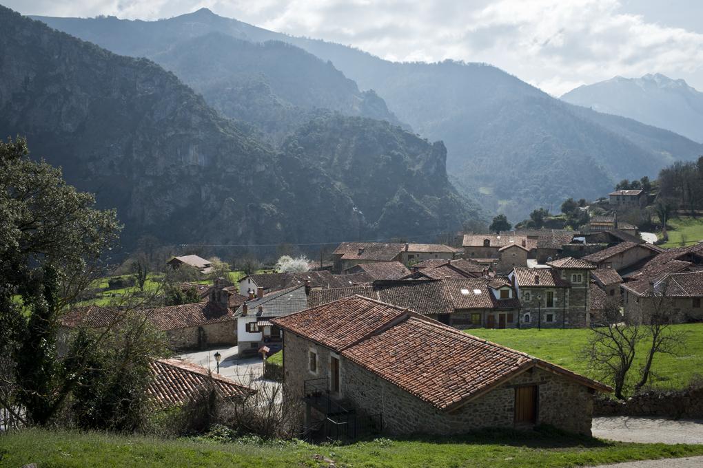 Vista sobre Mogrovejo, el pueblo de Pedro en la ficción. Foto: Sofía Moro.