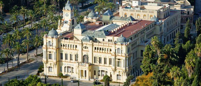Ayuntamiento de Málaga y sus jardines.