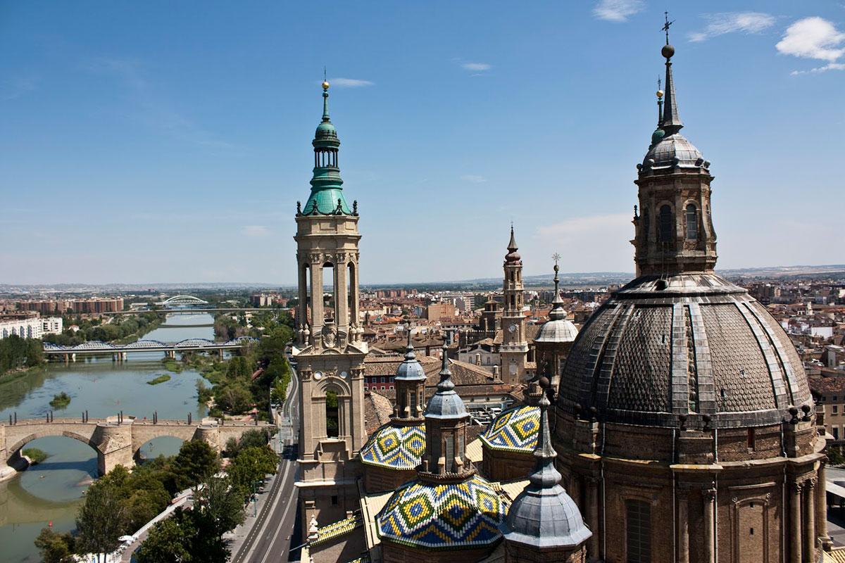 Vista de los puentes y de la ciudad desde la torre.